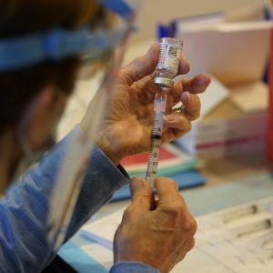 Залишилося отримати вакцини: у МОЗ заявили, що Україна готова розпочати масове щеплення від коронавірусу