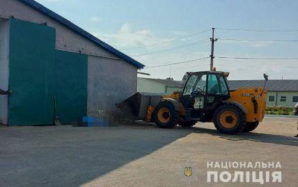 У Волинській області на підприємстві трактор розчавив ковшем жінку