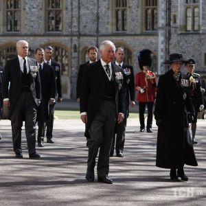 Прощання з Філіпом: сльози Чарльза, стійкість духу Єлизавети II і принцеси Анни, та возз'єднання Вільяма і Гаррі