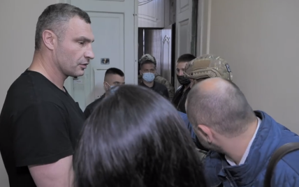 Кличко обнародовал видео визита силовиков в его дом