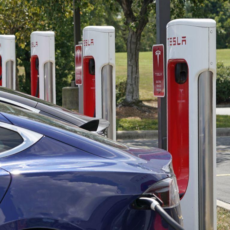 Tesla ділитиметься своїми зарядними станціями з електрокарами інших брендів