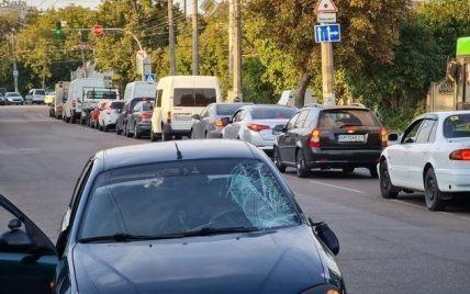 У Житомирі авто збило чоловіка і дитину, які переходили дорогу
