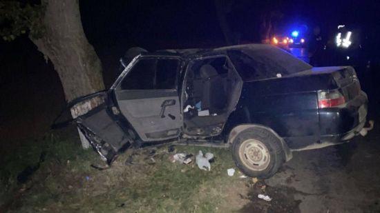 Умер, не приходя в сознание: в Киевской области капитан полиции слетел на своем авто в кювет и столкнулся с деревом (фото)