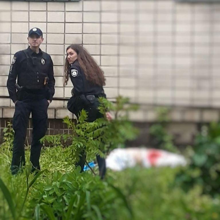 У Києві з вікна лікарні випала санітарка