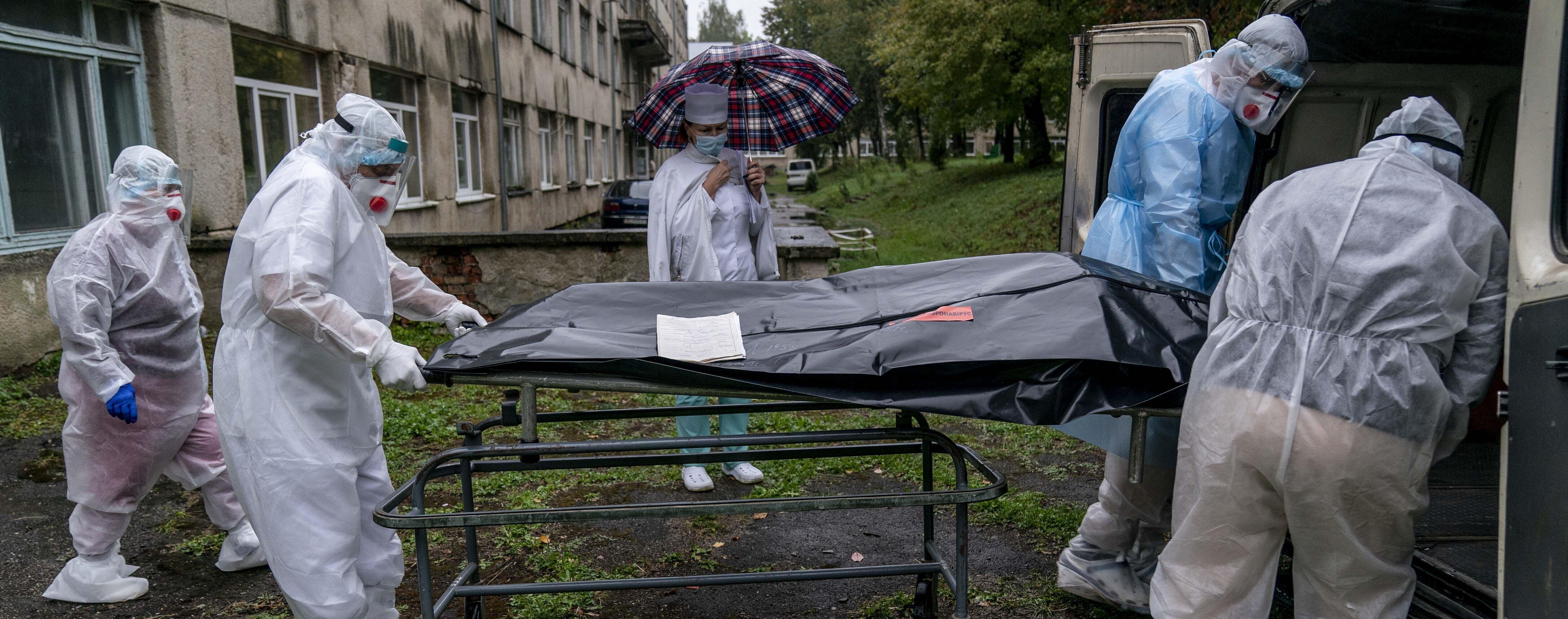 За сутки в регионах существенно возросло количество смертей от коронавируса: где ситуация 17 ноября самая плохая