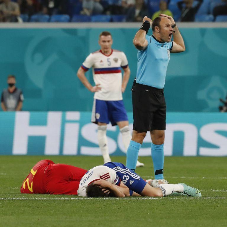 Ужасные кадры: футболист сборной Бельгии в матче с Россией получил двойной перелом