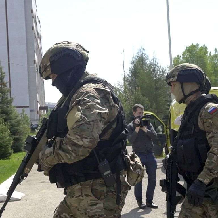 """Называл себя """"богом"""": в Челябинске задержали мужчину, который пугал соседей агрессивным поведением"""