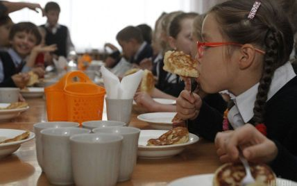 На Донеччині у шкільній їдальні масово отруїлися учні