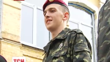 Караульный, который упал во время инаугурации Порошенко, уже год как тяжело болеет