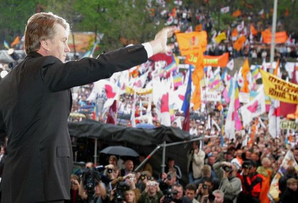 Віктор Ющенко на мітингу опозиції на Європейській площі