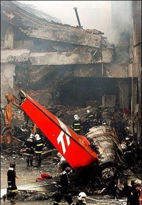 Причини катастрофи літака з'ясовують