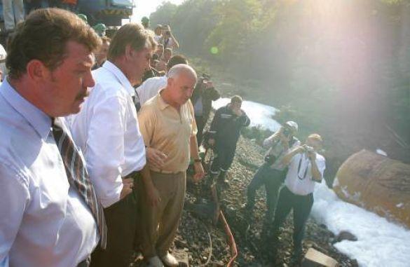 Віктор Ющенко на місці аварії в Ожидові