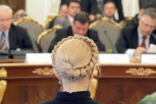 Азаров попросив Тимошенко поступитися кріслом