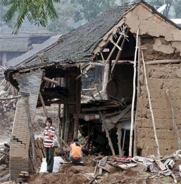 Будинок у Китаї, зруйнований через повінь