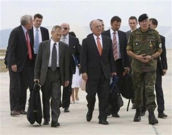 Прибуття трійки з урегулювання до Косово