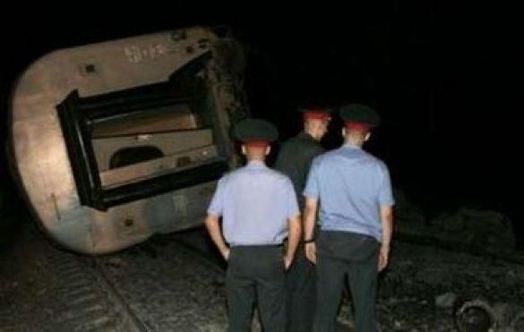 Міліціянти біля потягу Москва-Петербург після аварії