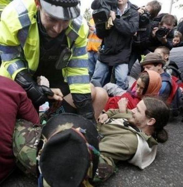 Сутички екологів з поліцією в Британії
