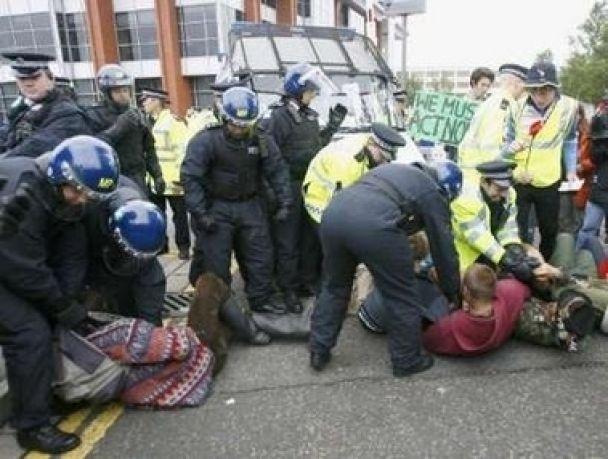 Сутички екологів і поліції в Британії