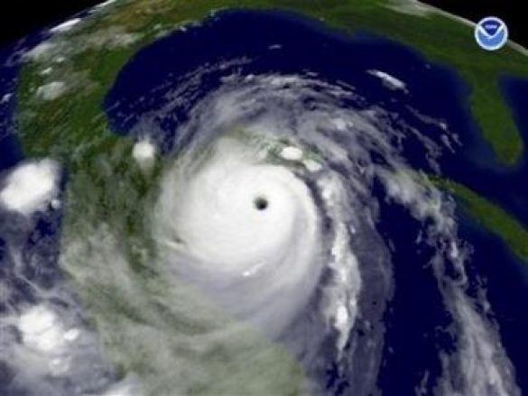 """Супутниковий знімок урагану """"Дін"""" над Мексиканською затокою"""