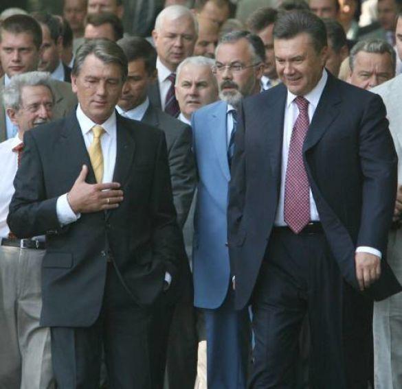 Президент і прем'єр привітали українців