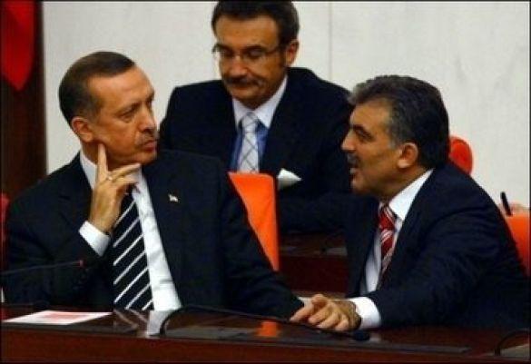 Тайїп Ердоган (л) та Абдулла Гюль (п)