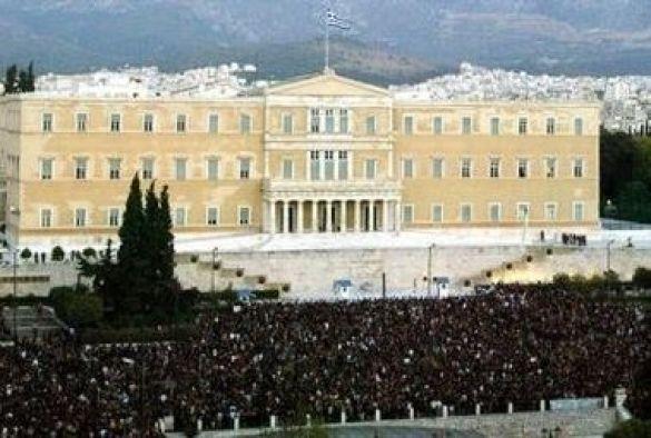 Мітинг коло будівлі Парламенту в Афінах