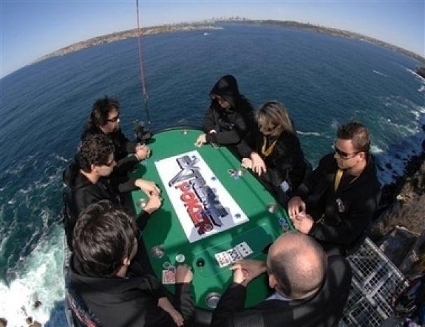 Покер на вибування: програв - стрибай!