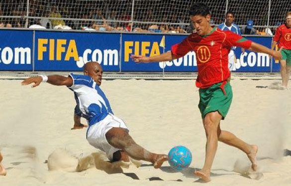 Пляжний футбол