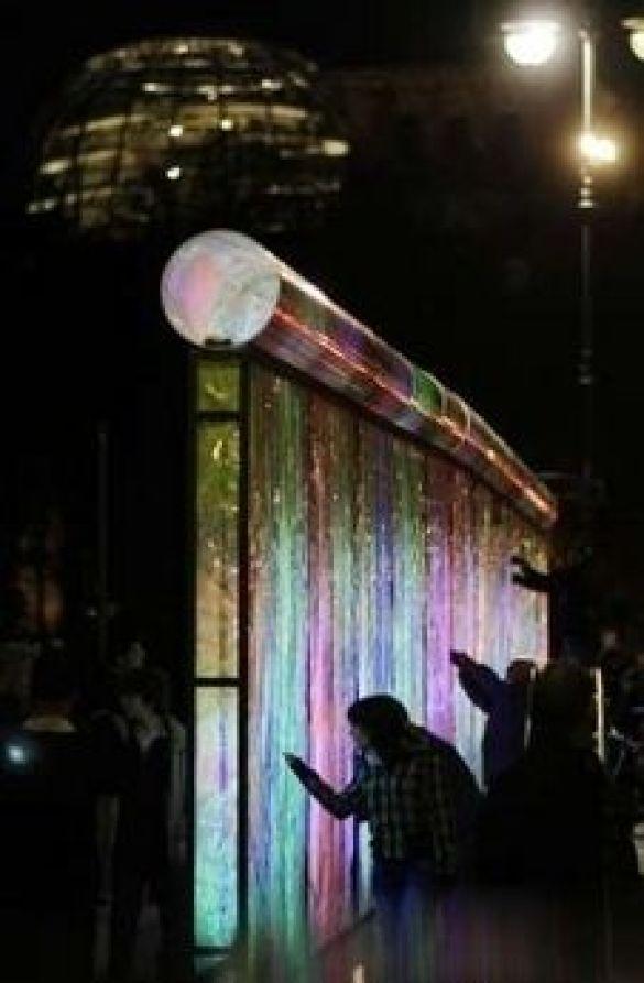 Флюоресцентний мур у Берліні