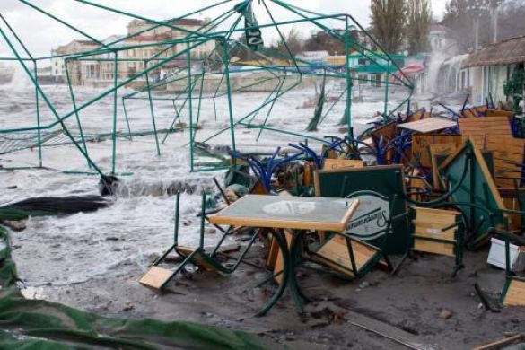 Руйнівні наслідки урагану в Криму