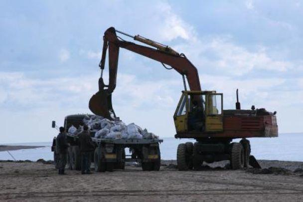 На Тузлі зібрали 350 тонн мазуту