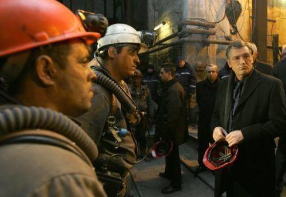 Віктор Ющенко на шахті ім. Засядька під час трагедії