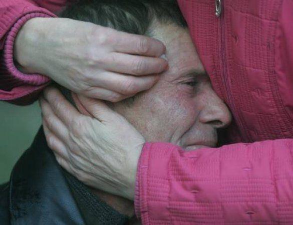 Батько плаче за сином-шахтарем після аварії на шахті ім. Засядька