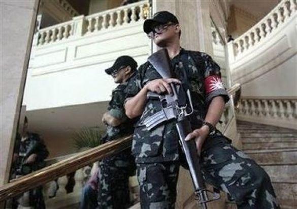 Філіппінські військові у лоббі захопленого заколотниками готелю