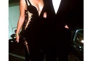 У Ліз Херлі найкраща сукня серед зірок
