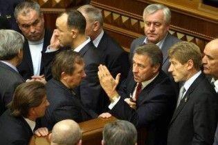 БЮТ заблокував трибуну парламенту