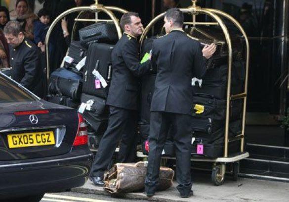 27 валіз Мераї Кері