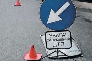 На Донеччині в ДТП загинули 2 людини, 36 - травмовано