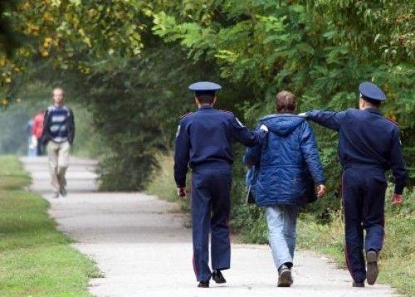 Міліціонери із затриманим