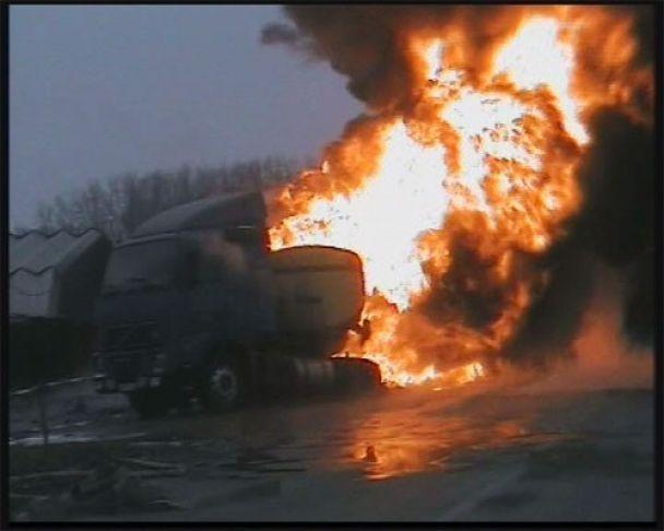 На Київщині загорівся бензовоз (відео)
