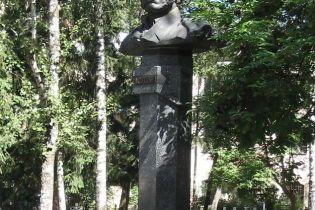 У Полтаві осквернили пам'ятник Пушкіну (відео)