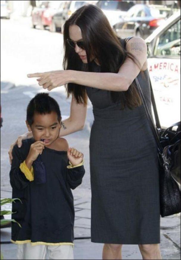 Джолі порадувала сина покупками (фото)