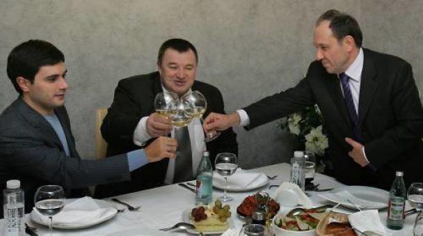 Заступники Черновецького знову вечеряють з бізнесменами за гроші
