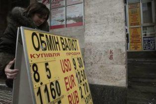 Нацбанк не змінив курс долара та підвищив євро