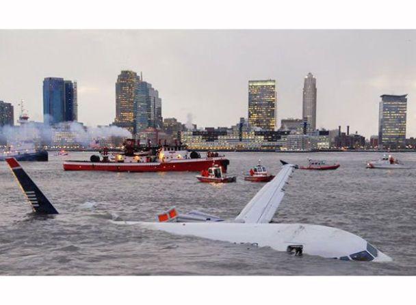 Птахи змусили аеробус сісти на воду