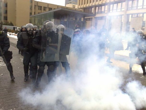 Поліція силою відбила у демонстрантів литовський Сейм