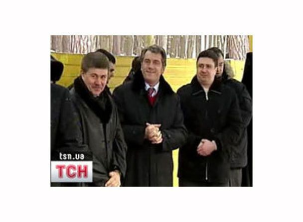 Ющенко, Балога і Черновецький скупалися у VIP-ополонці