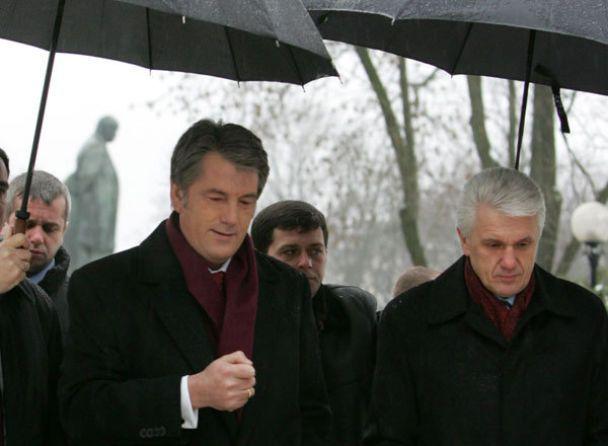 """Ющенко нагородить Фірташа орденом """"За заслуги"""""""