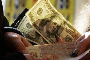 Долар на міжбанку зупинився біля 8 гривень