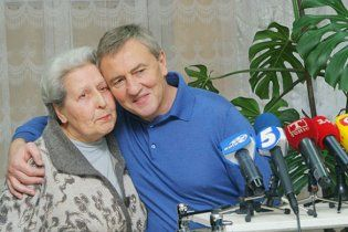 Черновецький безкоштовно поховає студентів і пенсіонерів